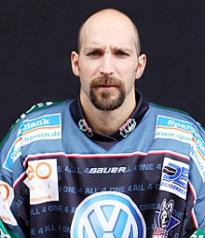 Boisvert with Dresden.  (Photo: http://www.eisloewen.de)